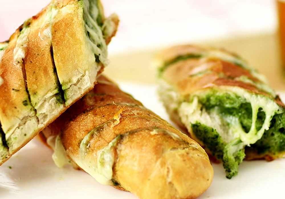 Багет, печений в фользі, з сирною начинкою - покроковий рецепт, фото 1