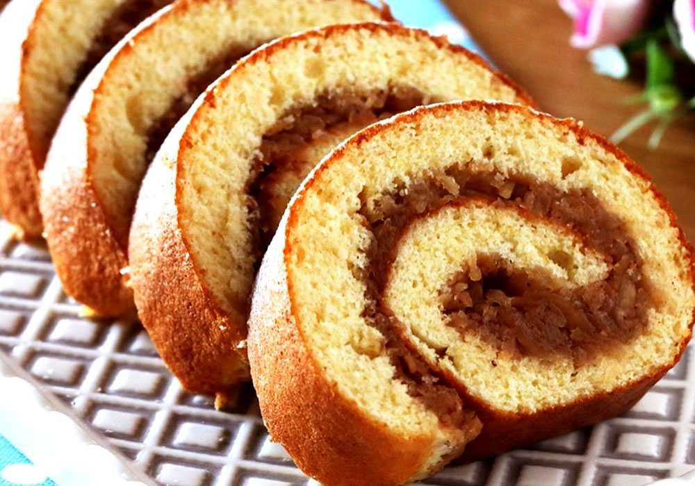 Бисквитный рулет с яблочной начинкой - пошаговый рецепт, фото 1