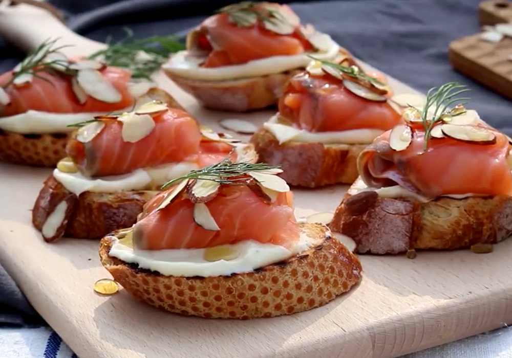 Брускетта с лососем и сыром - пошаговый рецепт, фото 1