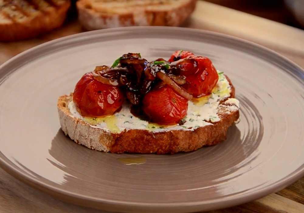 Брускетта с вяленными помидорами - пошаговый рецепт, фото 1