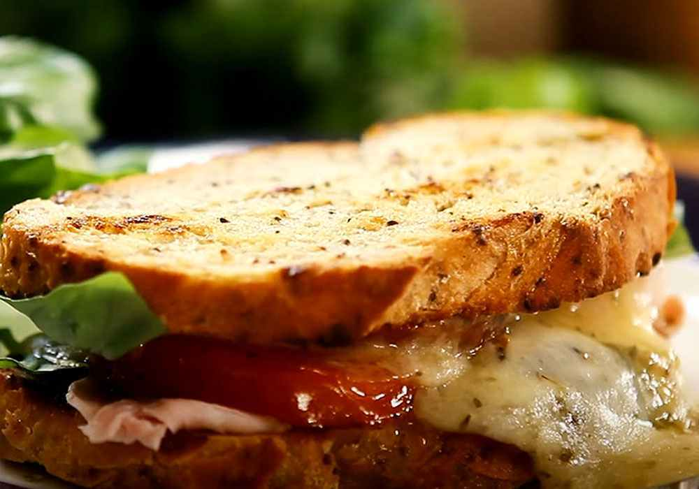 Бутерброды с помидорами, сыром и чесноком - пошаговый рецепт, фото 1