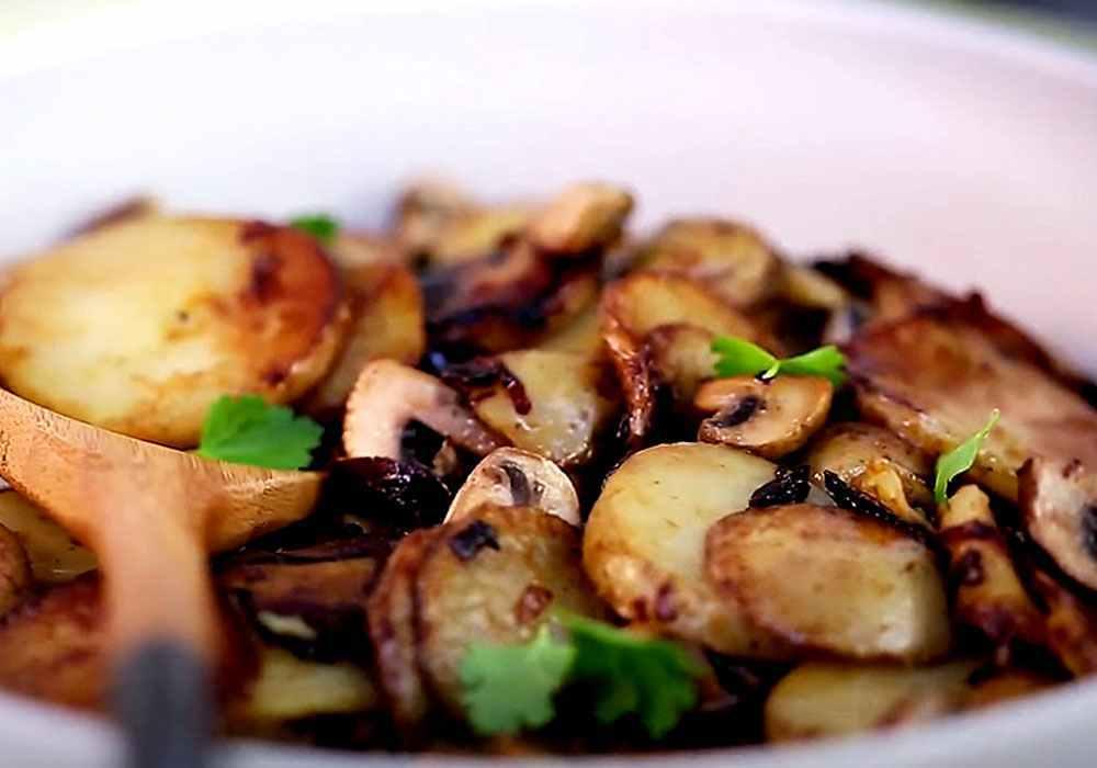 Жареная картошка с грибами и луком - пошаговый рецепт, фото 1