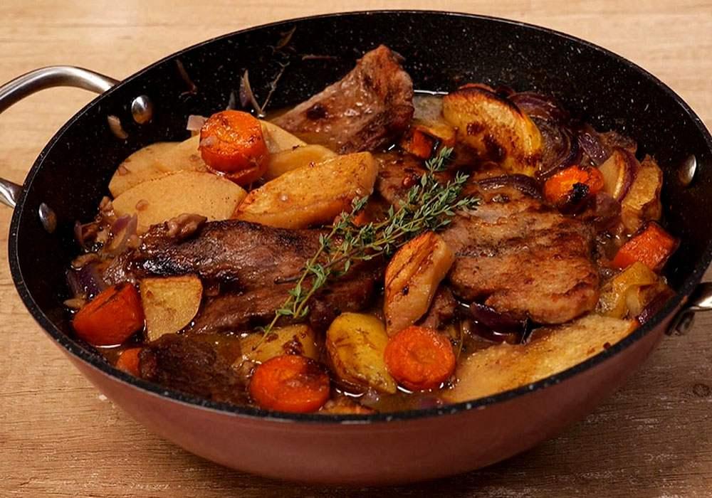Жаркое из свинины в духовке - пошаговый рецепт, фото 1
