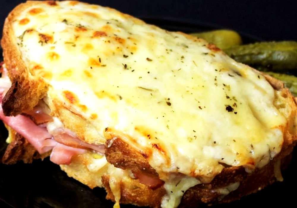 Гарячий бутерброд з шинкою і сиром - покроковий рецепт, фото 1