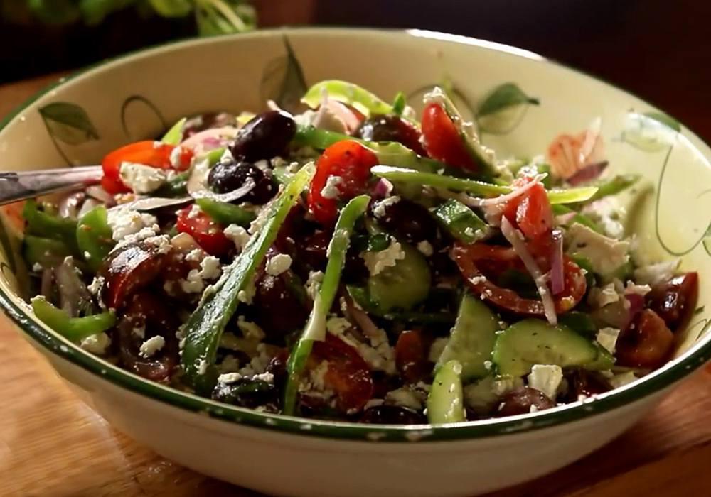 Греческий салат классический с листьями орегано - пошаговый рецепт, фото 1