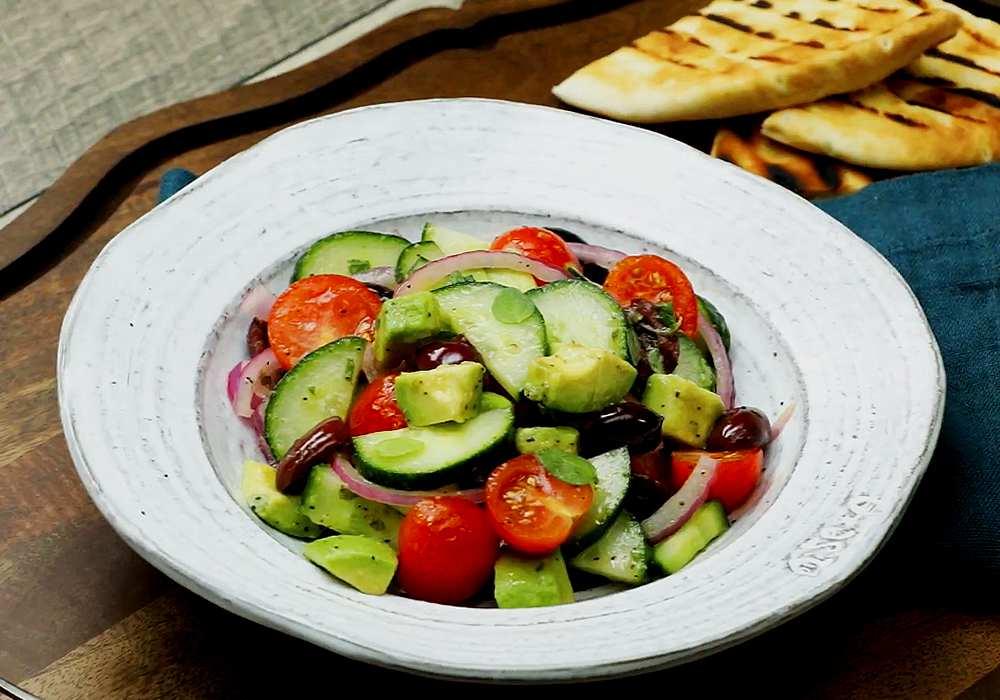 Грецький салат з авокадо - покроковий рецепт, фото 1