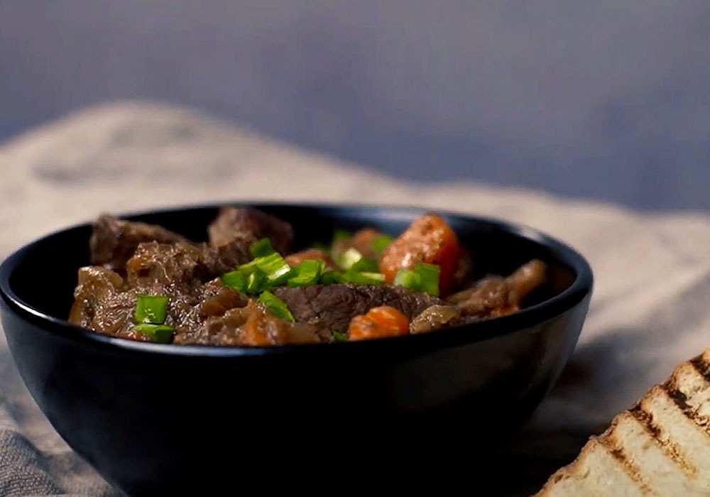 Гуляш из говядины с грибами - пошаговый рецепт, фото 1