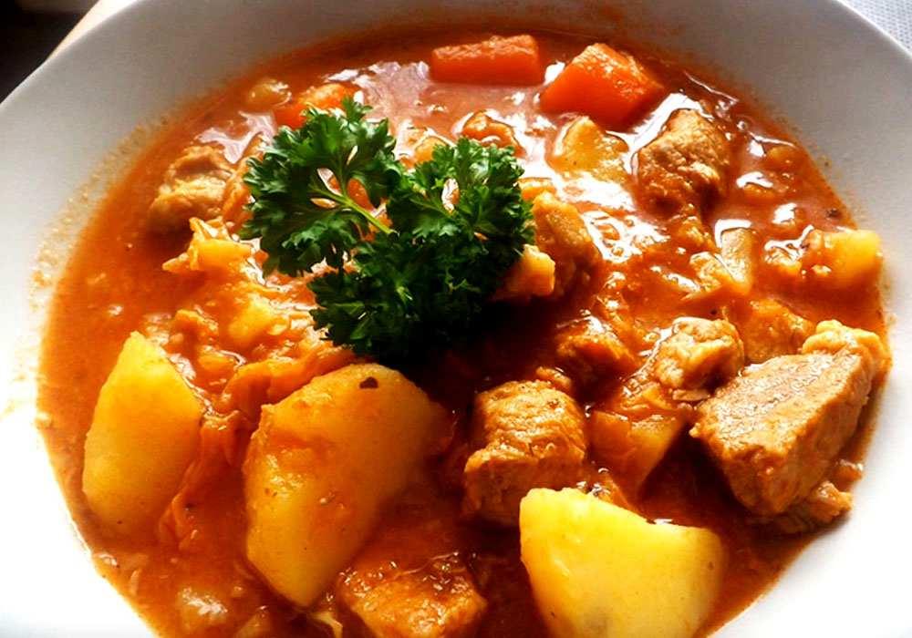 Гуляш з яловичини з картоплею - покроковий рецепт, фото 1