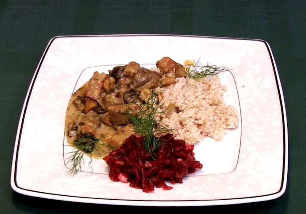Гуляш зі свинини з грибами - покроковий рецепт, фото 1