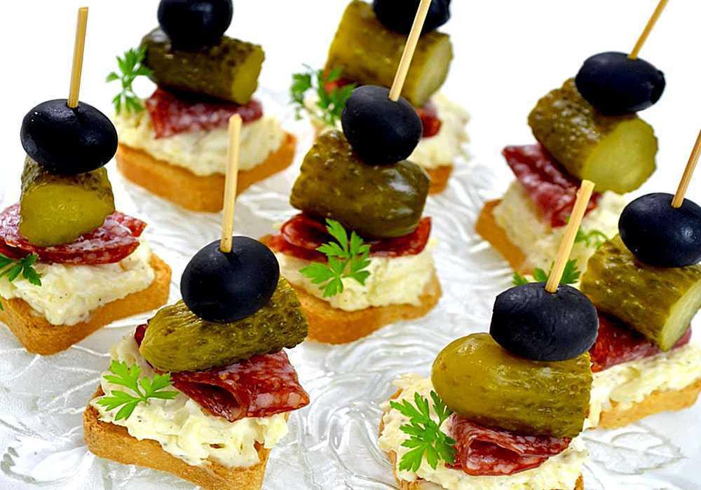 Канапе з ковбасою сиром і оливками - покроковий рецепт, фото 1