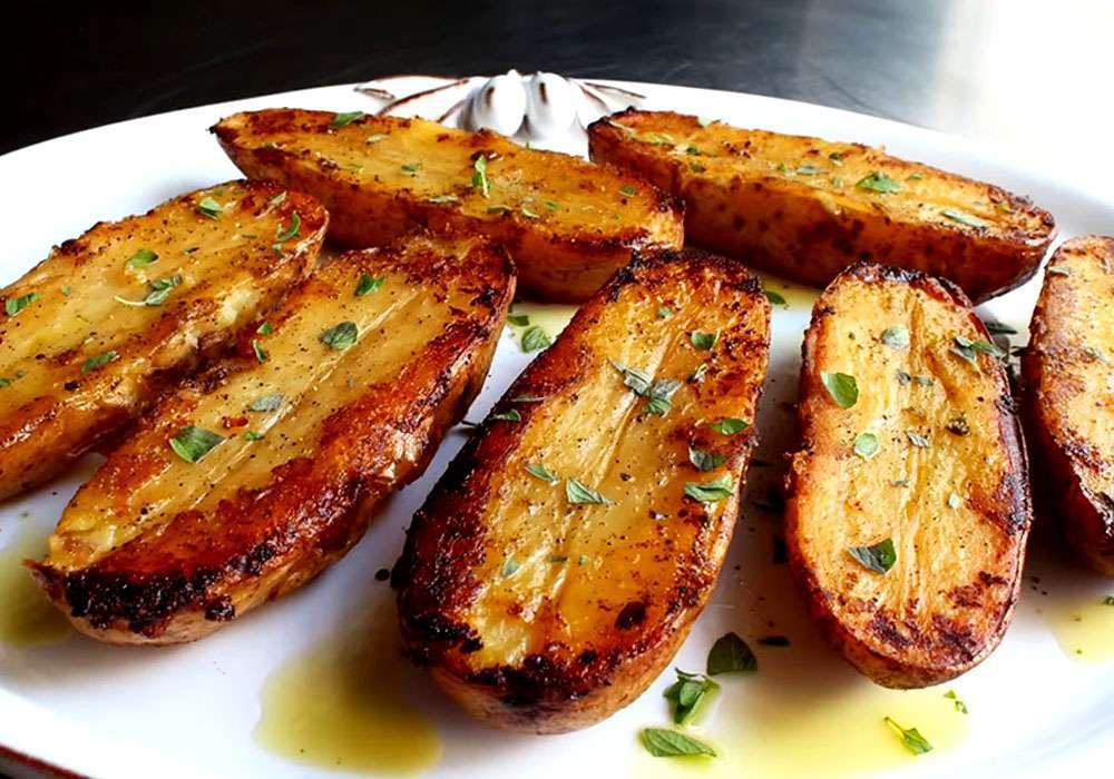 Картопля часточками запечена в духовці - покроковий рецепт, фото 1