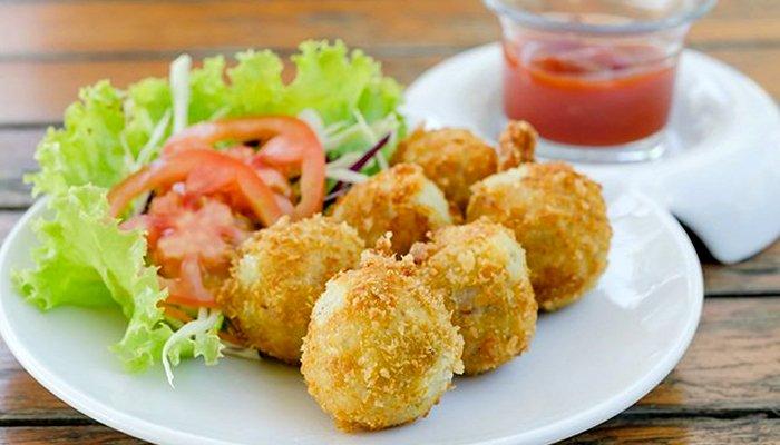 Картофельные крокеты с начинкой из шпрот - пошаговый рецепт, фото 1