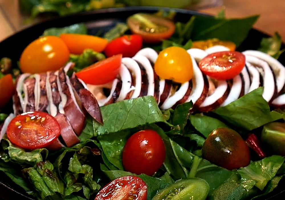 Классический салат из кальмаров - пошаговый рецепт, фото 1