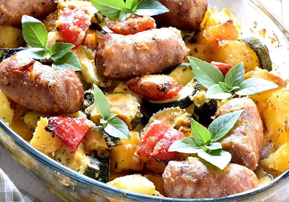 Купаты с картошкой в духовке - пошаговый рецепт, фото 1