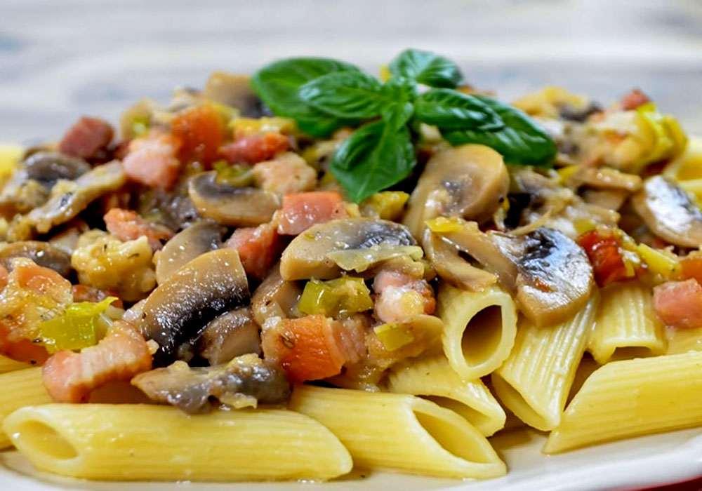 Макароны с грибами, сыром и беконом - пошаговый рецепт, фото 1