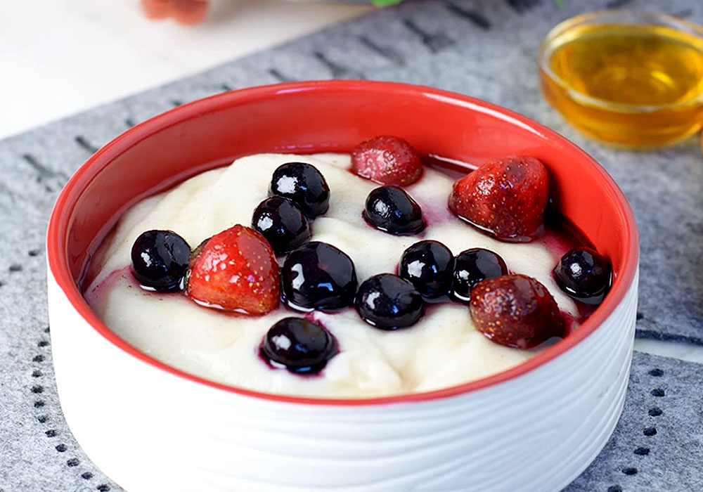 Манна каша з ягодами - покроковий рецепт, фото 1
