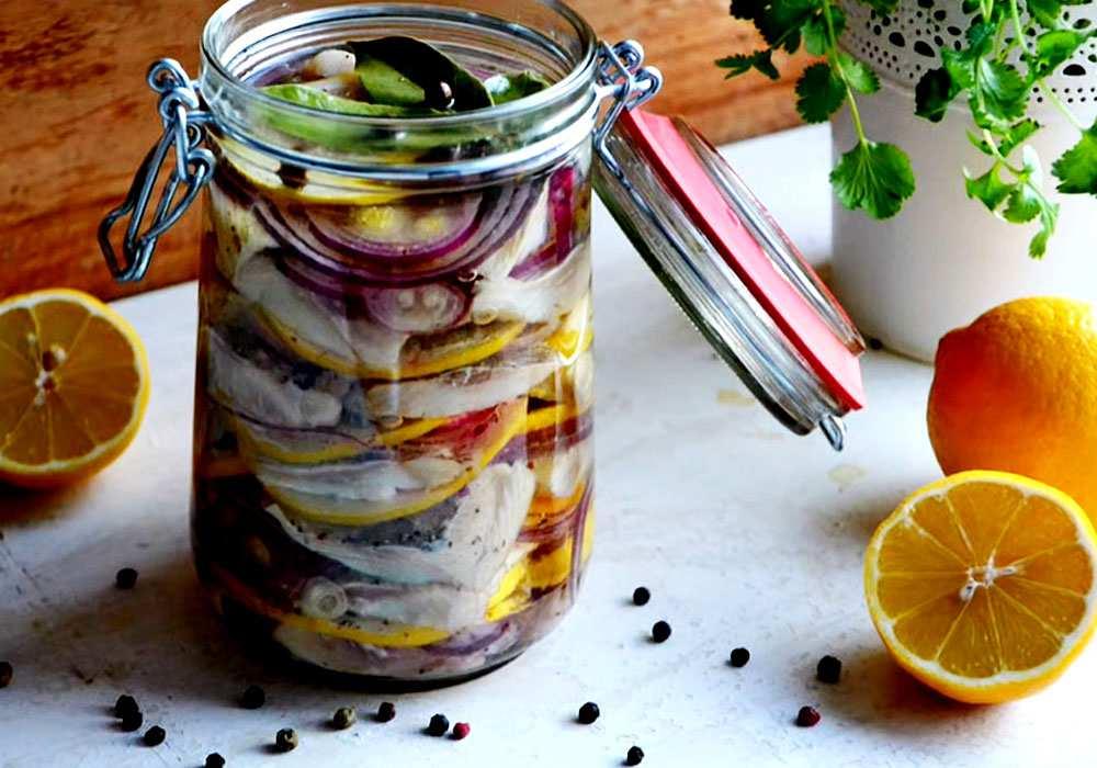 Маринованная селедка с луком - пошаговый рецепт, фото 1