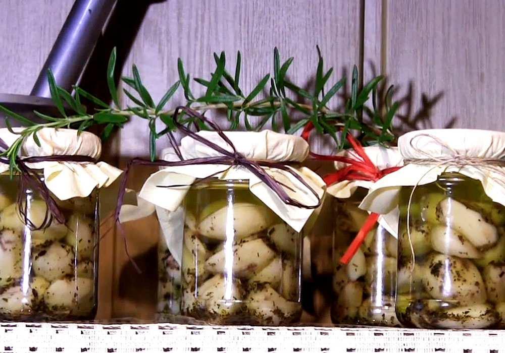Маринованный чеснок зубчиками на зиму - пошаговый рецепт, фото 1