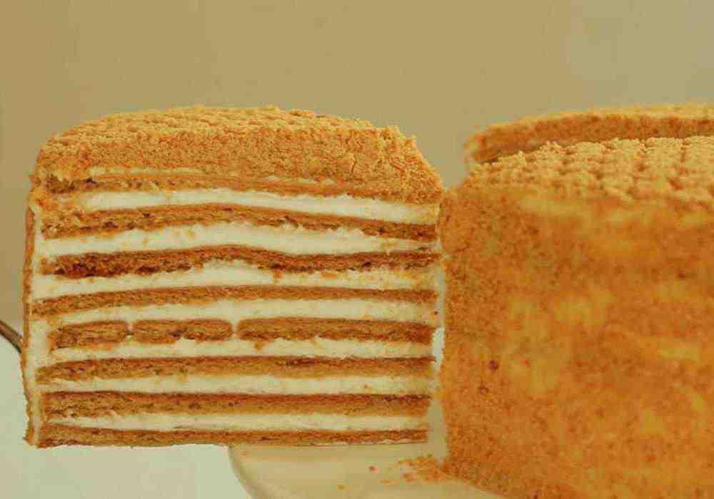 Медовый торт со сметанным кремом классический - пошаговый рецепт, фото 1