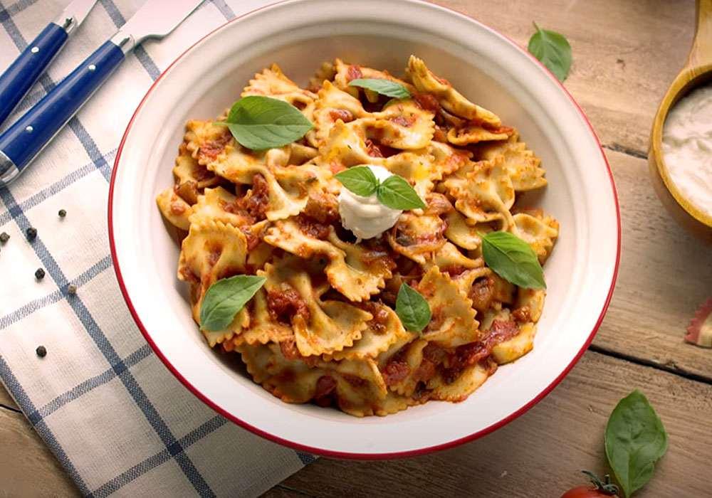 Паста фарфалле (макарони-бантики) з помідорами та базиліком - покроковий рецепт, фото 1