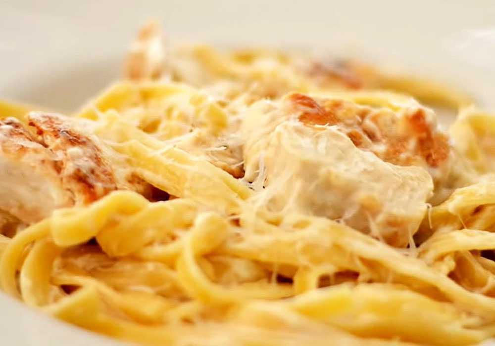 Паста феттучини с курицей в сливочном соусе - пошаговый рецепт, фото 1