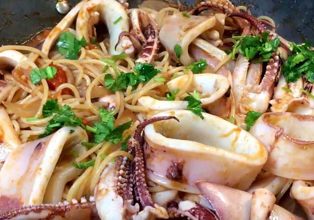 Паста с кальмарами - пошаговый рецепт, фото 1