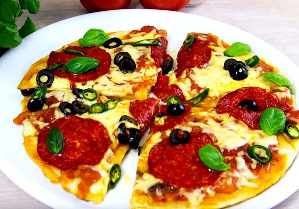 Піца на сковороді за 5 хвилин з сиром і ковбасою - покроковий рецепт, фото 1