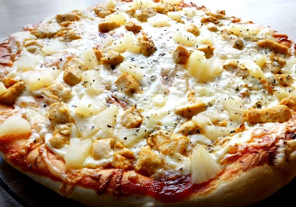 Піца з куркою і ананасами - покроковий рецепт, фото 1