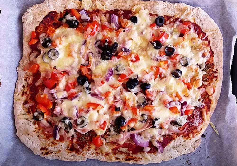 Пицца в духовке с колбасой и сыром - пошаговый рецепт, фото 1