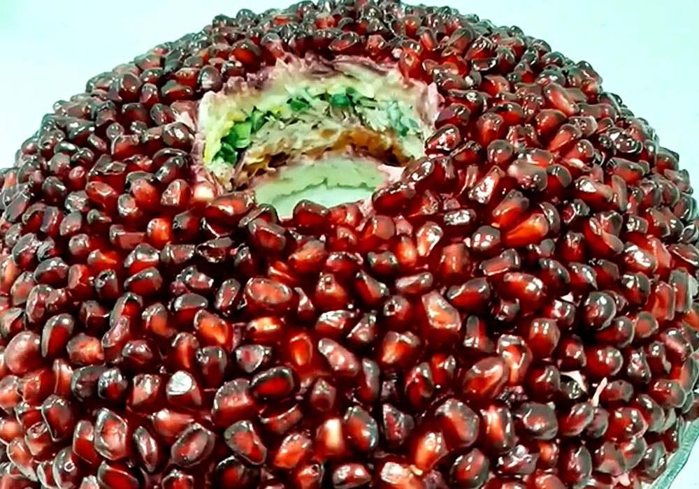 """Салат """"Гранатовый браслет"""" с мясом - пошаговый рецепт, фото 1"""