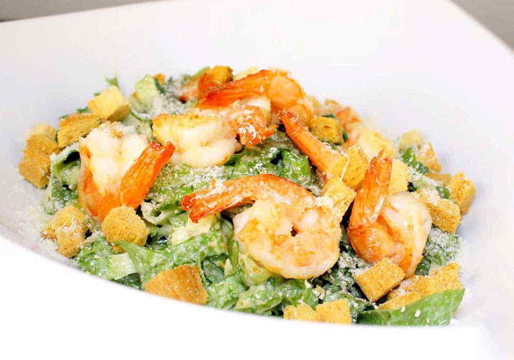 Салат цезарь с креветками классический - пошаговый рецепт, фото 1