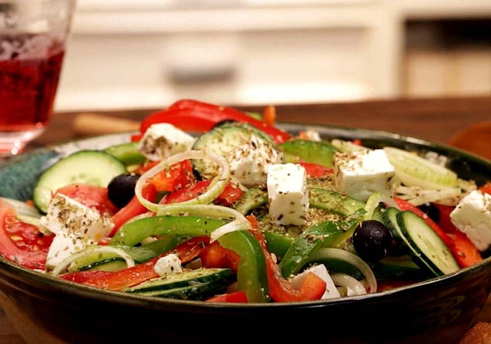 """Салат """"Греческий"""" с брынзой - пошаговый рецепт, фото 1"""