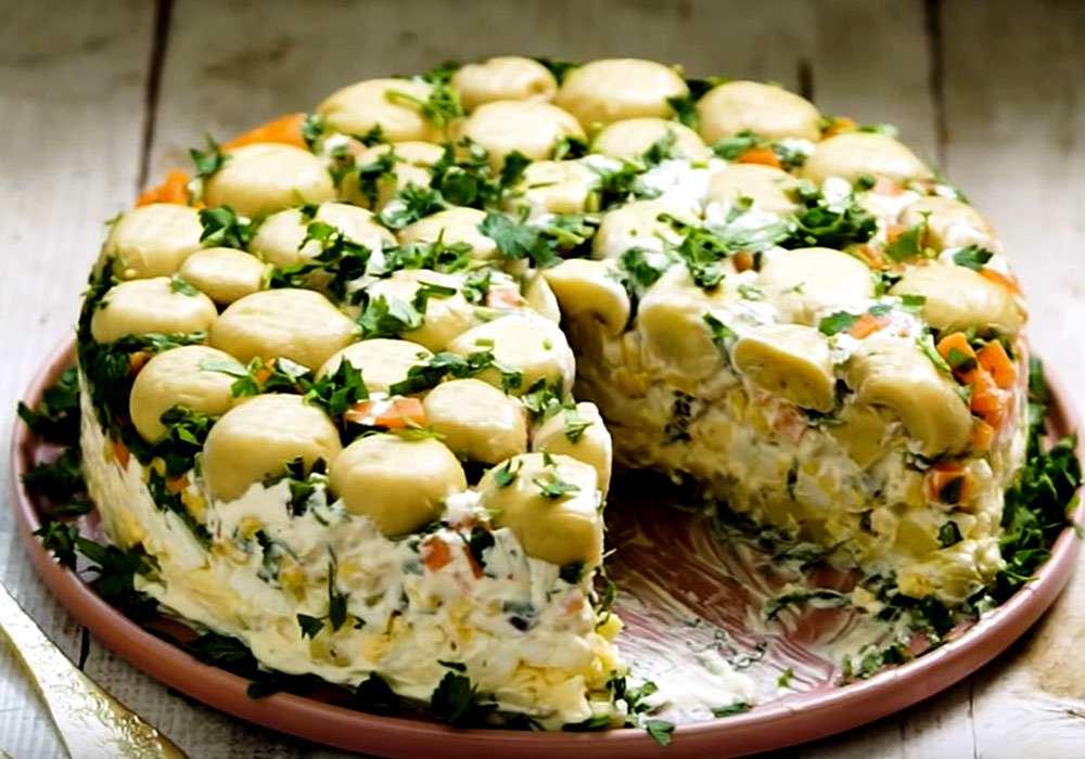Салат «Грибна галявина» з консервованими печерицями - покроковий рецепт, фото 1