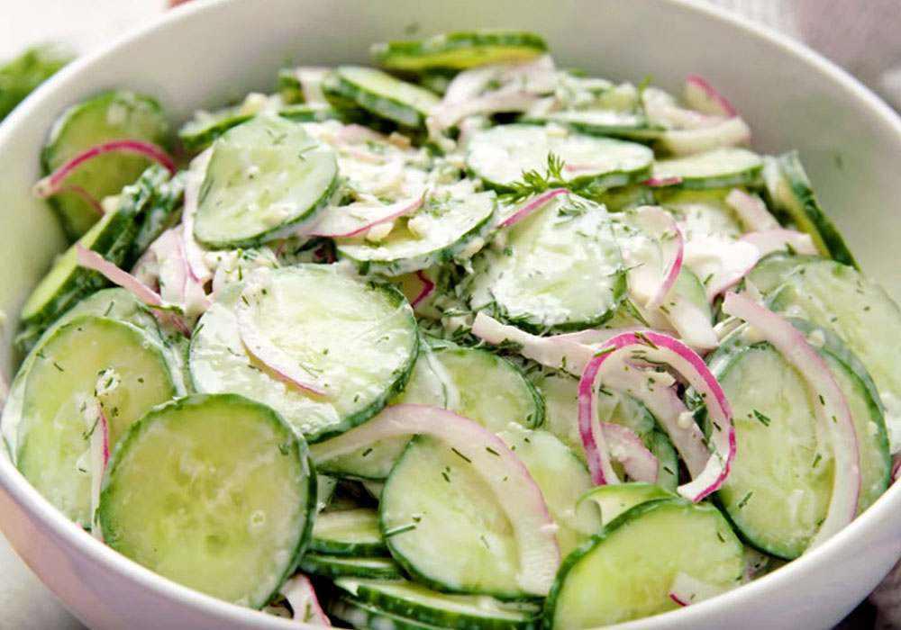 Салат из огурцов с луком, зеленью и чесноком - пошаговый рецепт, фото 1
