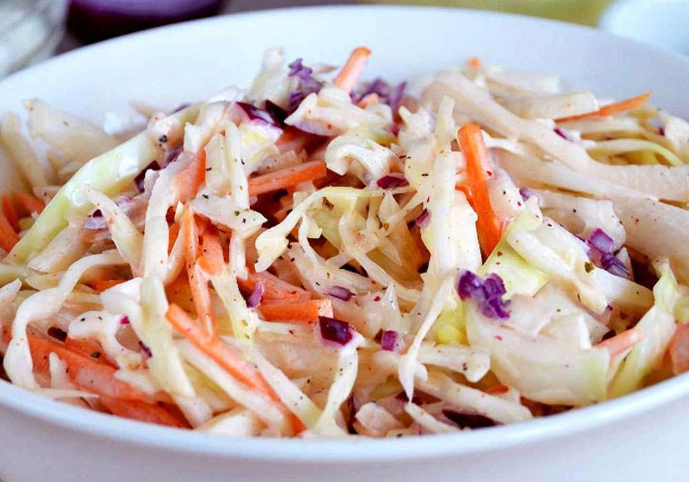 Салат зі свіжої капусти з морквою і оцтом - покроковий рецепт, фото 1