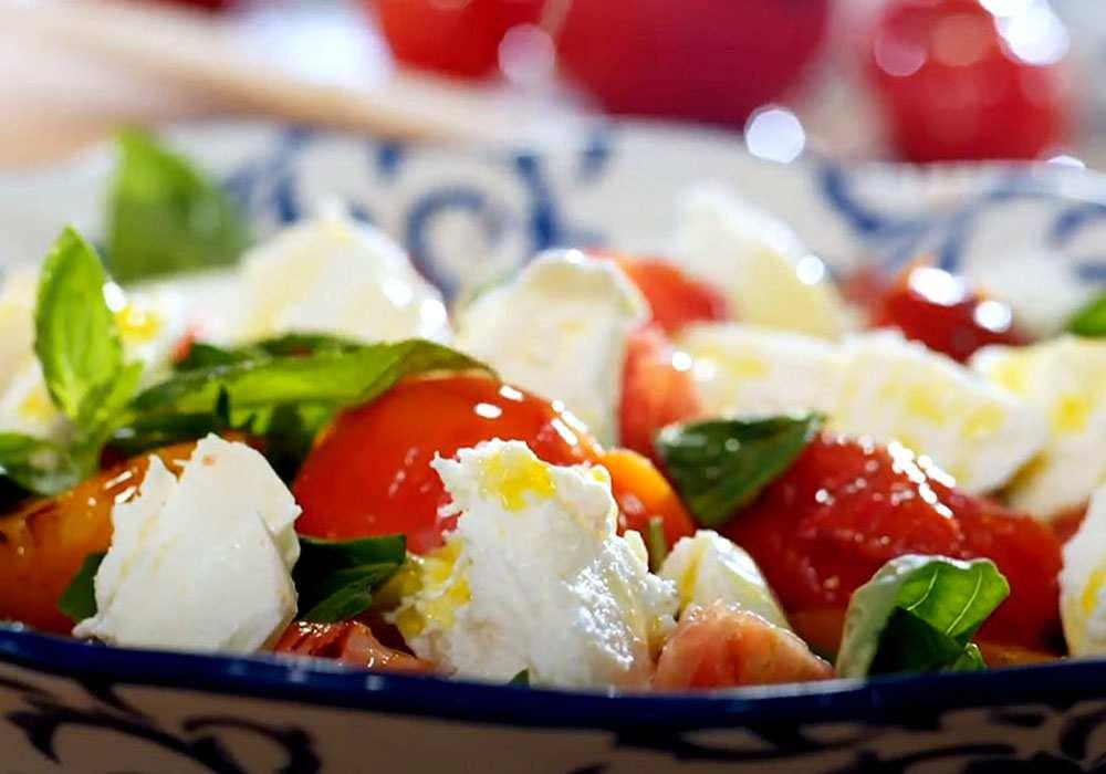 Салат «Капрезе» оригинальный рецепт - пошаговый рецепт, фото 1
