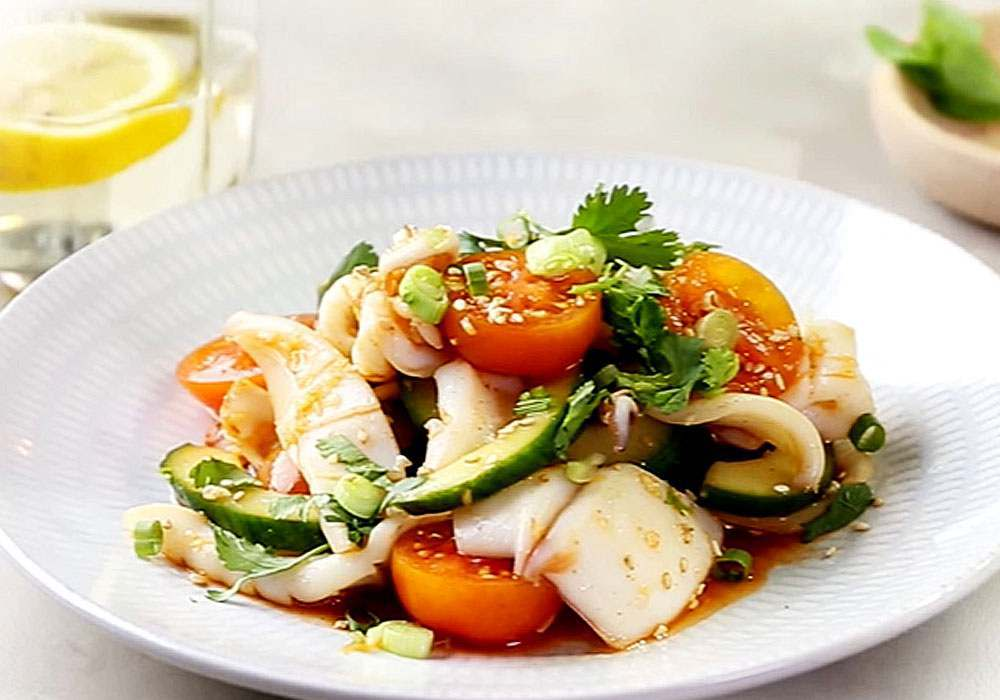 Салат с кальмарами - пошаговый рецепт, фото 1