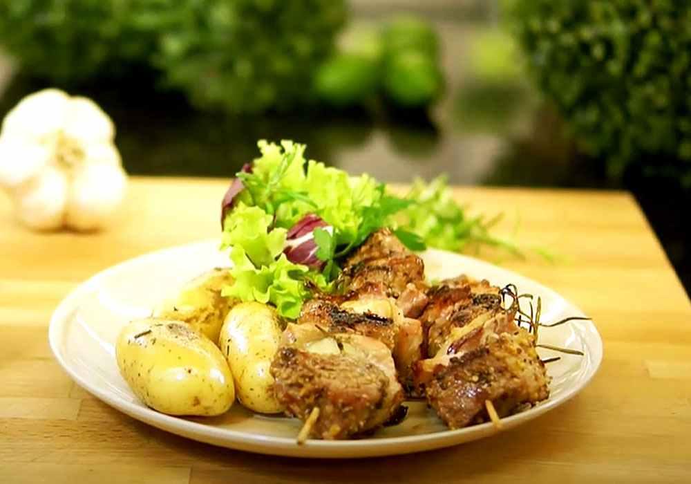 Шашлык из свинины в маринаде с чесноком - пошаговый рецепт, фото 1