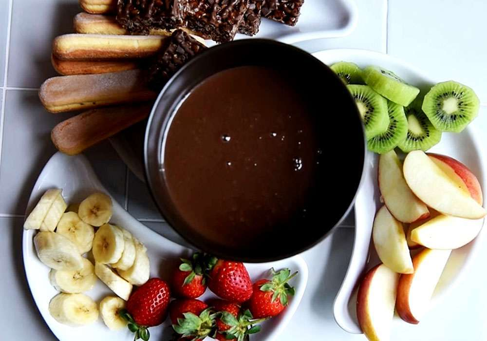 Шоколадное фондю с фруктовыми шашлыками - пошаговый рецепт, фото 1