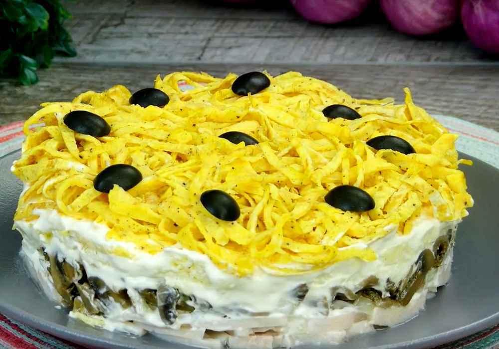 Слоеный салат с грибами и ветчиной - пошаговый рецепт, фото 1