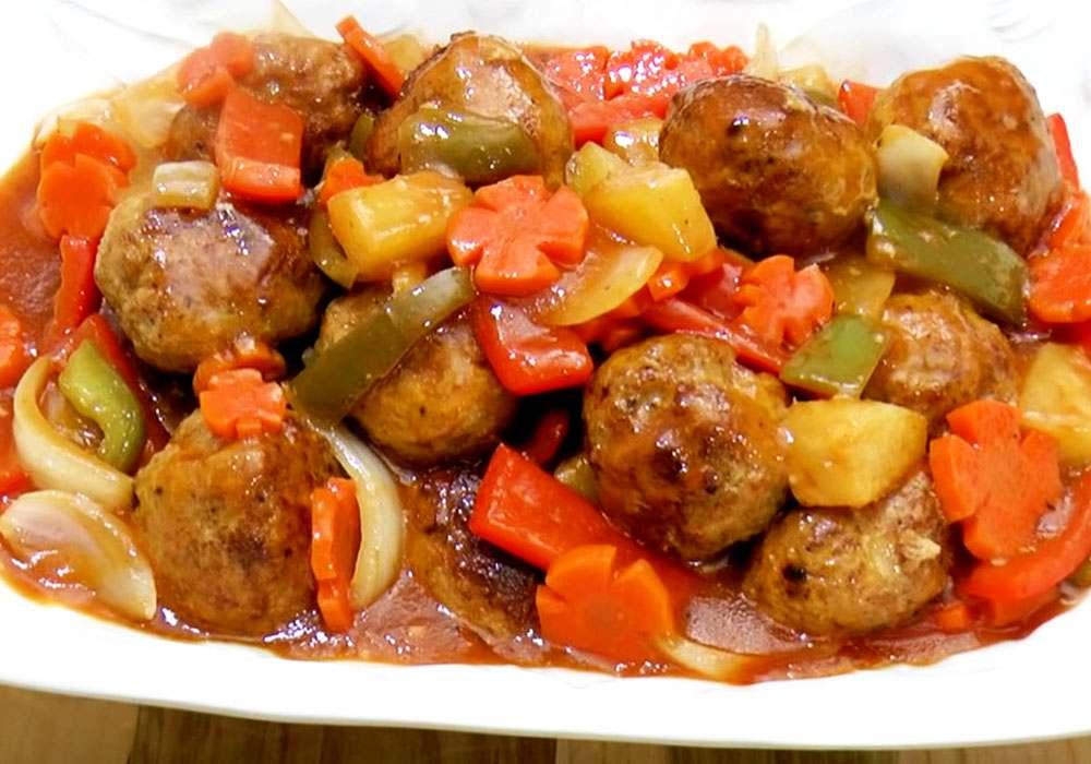 Тефтели в сметанно томатном соусе на сковороде - пошаговый рецепт, фото 1