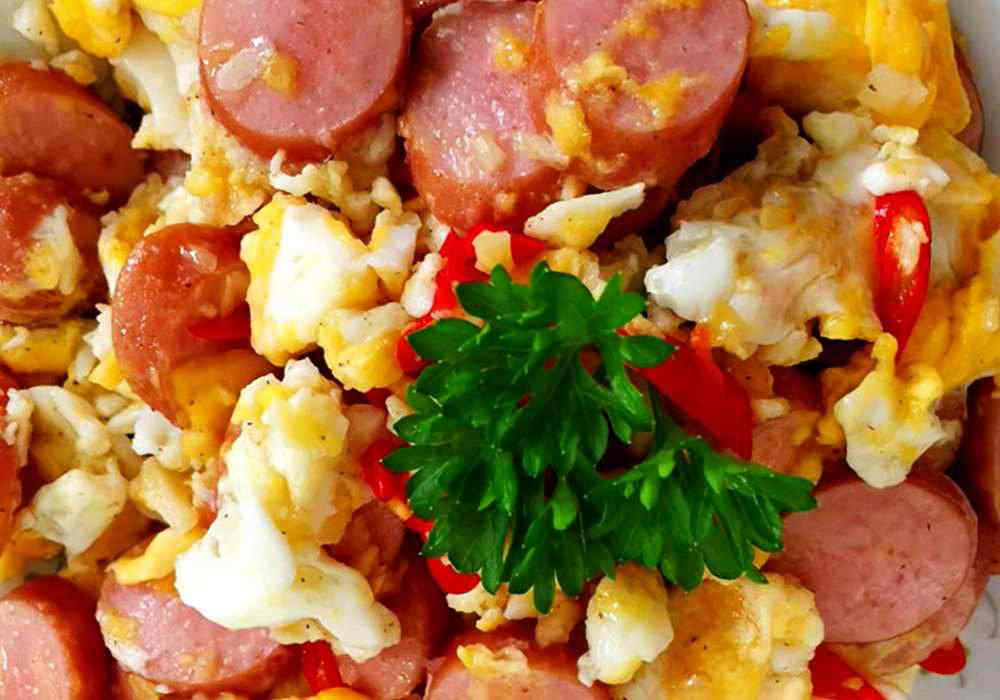 Яичница с колбасой - пошаговый рецепт, фото 1