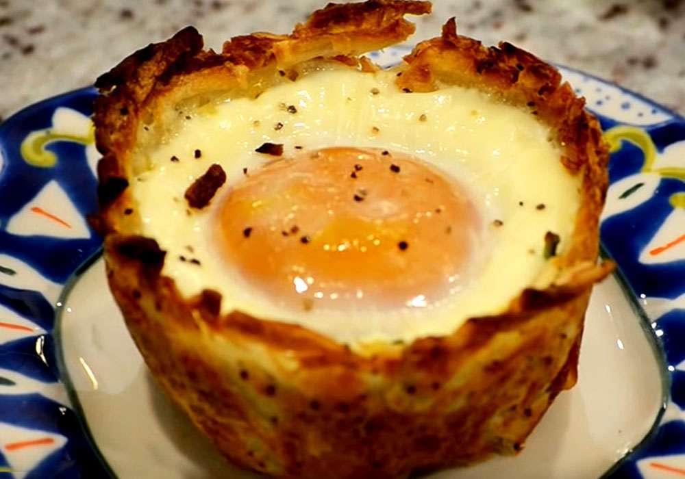 Яйца с беконом запеченные в хашбрауне - пошаговый рецепт, фото 1