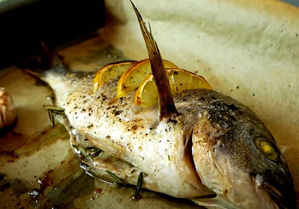 Запеченная дорада с лимоном и ароматными травами - пошаговый рецепт, фото 1